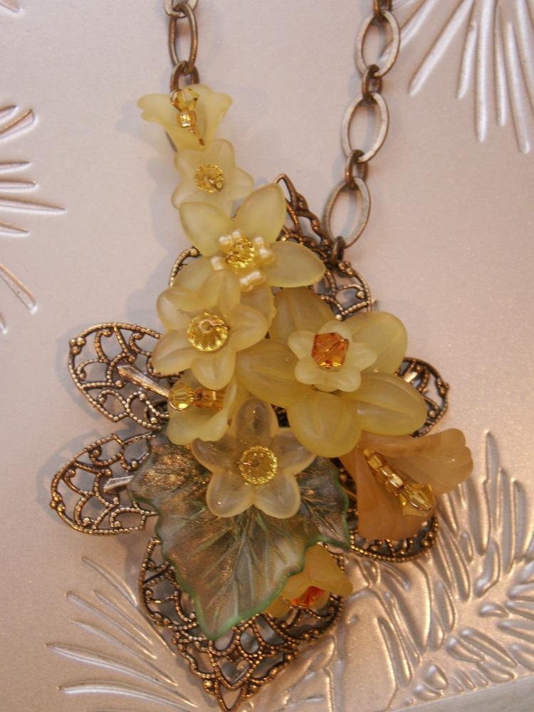 Lucite Flower Fillagree Necklace - Yellow